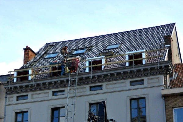 Dakrenovatieproject Gent Tamesis: vernieuwen van het dak en de dakkapellen. Renoveren bestaande en plaatsing nieuwe Veluxramen.
