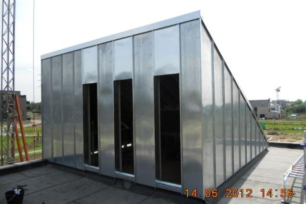 Nieuwbouw Gent-Wondelgem: dakbedekking van hobbyruimte op dak met dakdichting van natuurzink (staande naad).